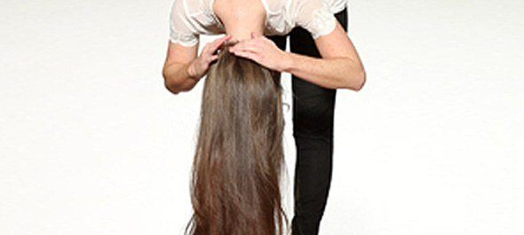 pantene_howto_23-braidedbackbun_step2